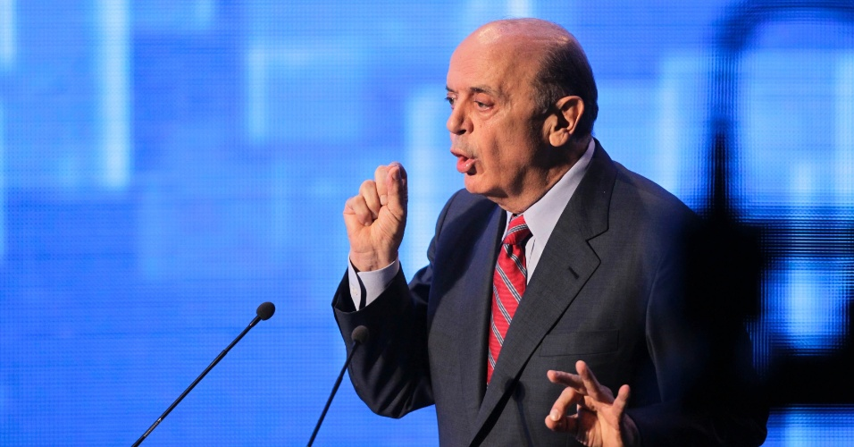18.out.2012 - O candidato do PSDB à Prefeitura de São Paulo, José Serra, aborda feitos do projeto