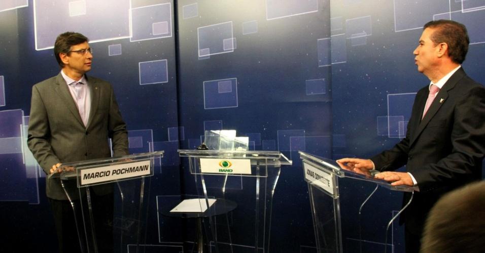 """18.out.2012 - Os candidatos à Prefeitura de Campinas (SP) Márcio Pochmann (PT)  (à esq.) e Jonas Donizete (PSB) se enfrentam em debate da """"TV Bandeirantes"""" na cidade, na noite desta quinta-feira"""