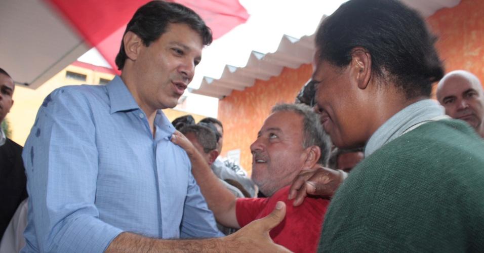 11.out.2012 - O candidato à Prefeitura de São Paulo pelo PT, Fernando Haddad, durante caminhada em campanha pelo Jardim São Luiz, na quinta-feira (11)