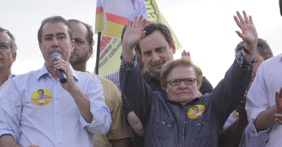 20.out.2012 - No mesmo dia em que a presidente Dilma Rousseff e o ex-presidente Luiz Inácio Lula da Silva fizeram campanha em Campinas (95 km de São Paulo) para o candidato do PT, Marcio Pochmann, a deputada federal Luiz Erundina (PSB-SP) participou de evento do candidato Jonas Donizetti