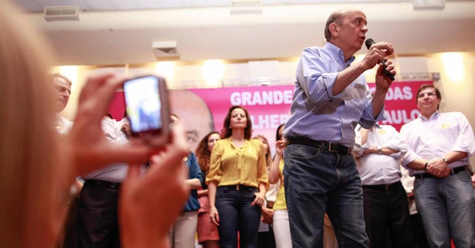 20.out.2012 - O candidato a prefeito de São Paulo pelo PSDB, José Serra, discursa durante encontro com mlheres, organizado pelo PTB na Casa Portugal, na Liberdade