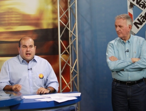 22.out.2012 - O candidato do PSB à Prefeitura de Fortaleza, Roberto Claudio (sentado), participou do programa de entrevistas