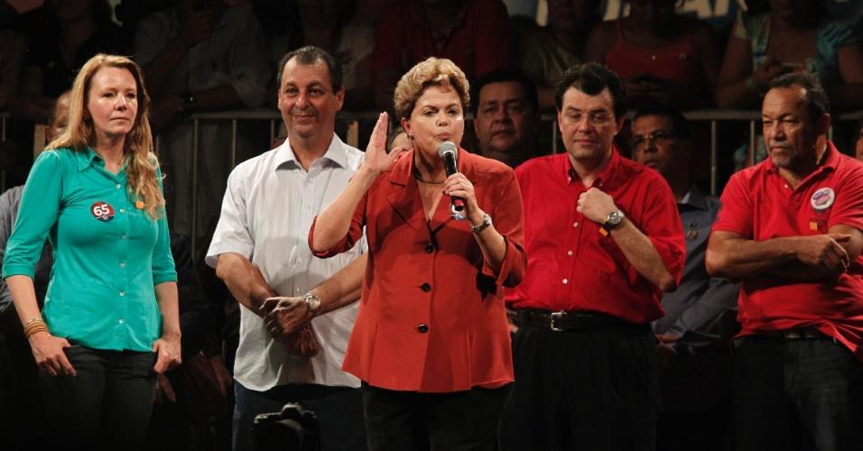 22.out.2012 - A presidente Dilma Rousseff participou de comício organizado pela coordenação de campanha da candidata à Prefeitura de Manaus Vanessa Grazziotin (PCdoB)