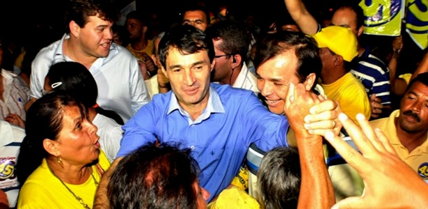 Vitória de Romero Rodrigues (de azul) marca fim de oito anos de PMDB no poder em Campina Grande (PB)