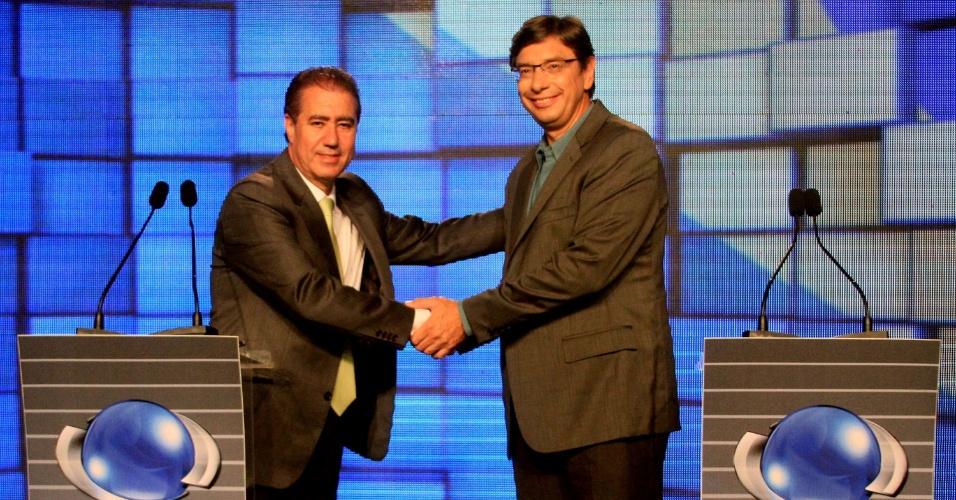 23.out.2012 - Os candidatos à Prefeitura de Campinas, Jonas Donizette (PSB) (à esq.), e Marcio Pochmann (PT) (à dir.), participam de debate da VTV (afiliada do SBT) na noite desta terça-feira