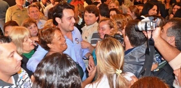 23.out.2012 - Ratinho Junior, candidato do PSC à Prefeitura de Curitiba, recebeu o apoio de lideranças comunitárias em uma reunião