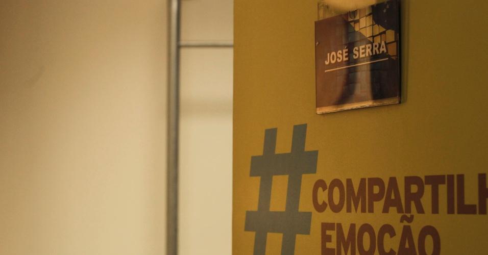 24.out.2012 - Camarim do candidato do PSDB à Prefeitura de São Paulo, José Serra, no estúdio onde ocorre o debate SBT UOL às 18h desta quarta-feira