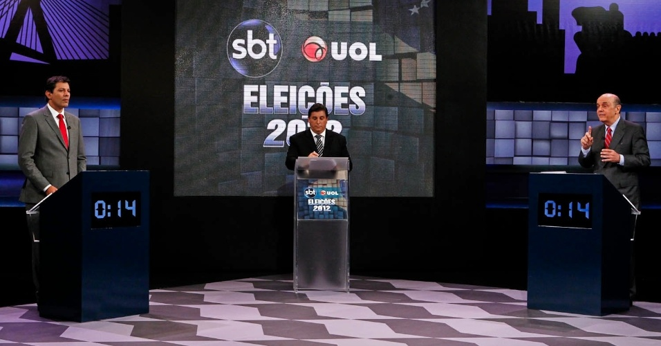 24.out.2012 - Os candidatos à Prefeitura de São Paulo, Fernando Haddad (PT) (à esq.) e José Serra (PSDB) debatem sobre corrupção no debate SBT UOL que acontece na capital paulista na tarde desta quarta-feira.O tema foi escolhido por internautas do UOL