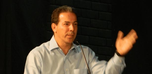 Ruy Muniz (PRB) participa de debate na TV Geraes durante campanha para a prefeitura de Montes Claros