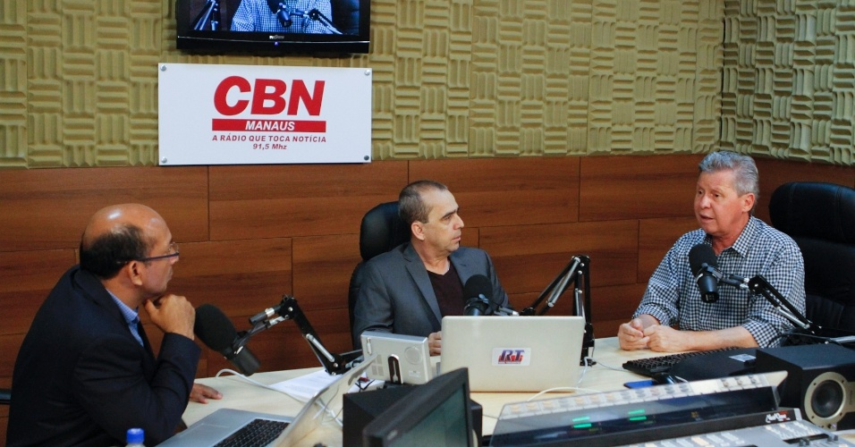 26.out.2012 - O candidato do PSDB à Prefeitura de Manaus, Arthur Virgílio, concede entrevista à rádio CBN, na manhã desta sexta-feira. Pesquisa Ibope mostrou liderança isolada do tucano, com 62% ante 30% de Vanessa Grazziotin (PC do B)