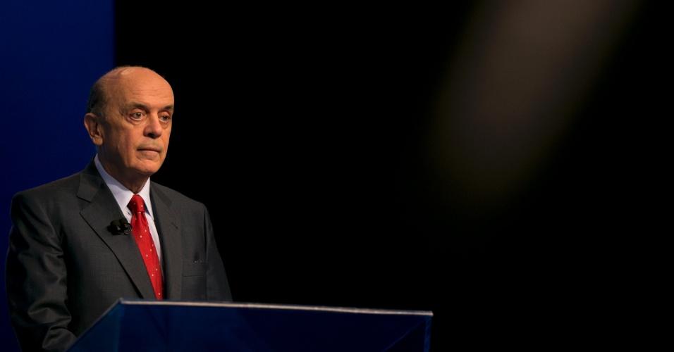 """26.out.2012 - O candidato do PSDB à Prefeitura de São Paulo, José Serra, participa de debate da """"TV Globo"""" na noite desta sexta-feira, na captial paulista"""