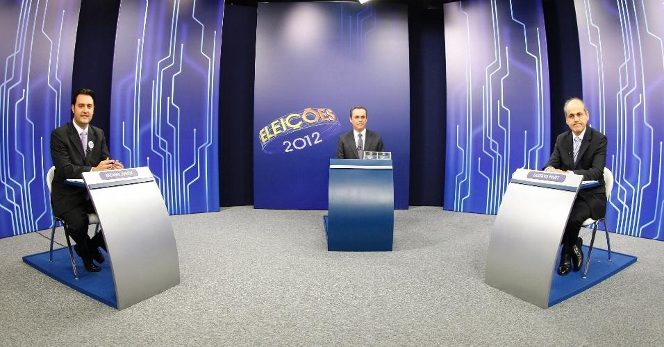 """26.out.2012 - Os candidatos à Prefeitura de Curitiba, Ratinho Junior (PSC) e Gustavo Fruet (PDT), participam de debate promovido pela """"TV Globo"""" nesta sexta-feira"""