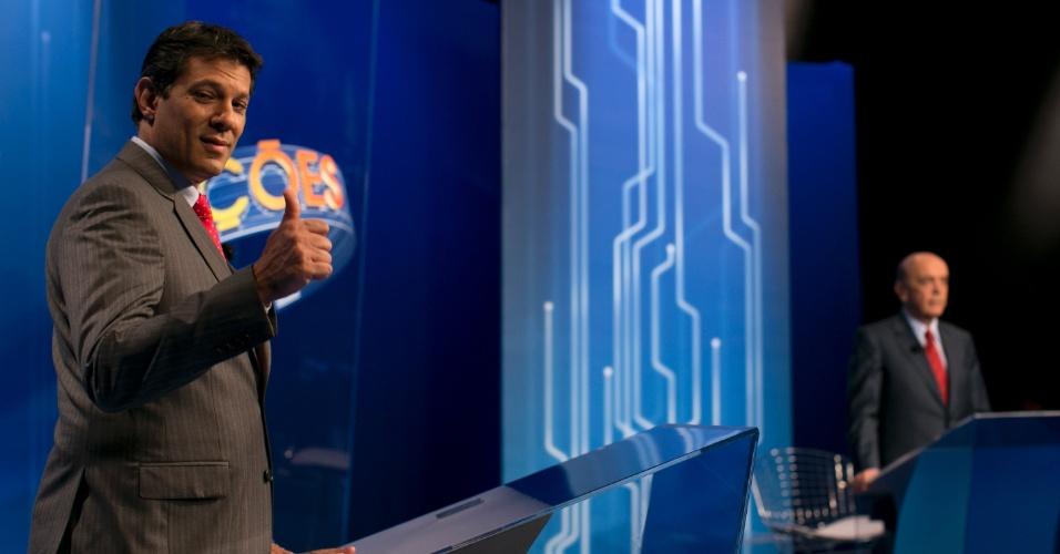 """26.out.2012 - O candidato do PT à Prefeitura de São Paulo, Fernando Haddad, participa de debate da """"TV Globo"""" na noite desta sexta-feira, na captial paulista"""