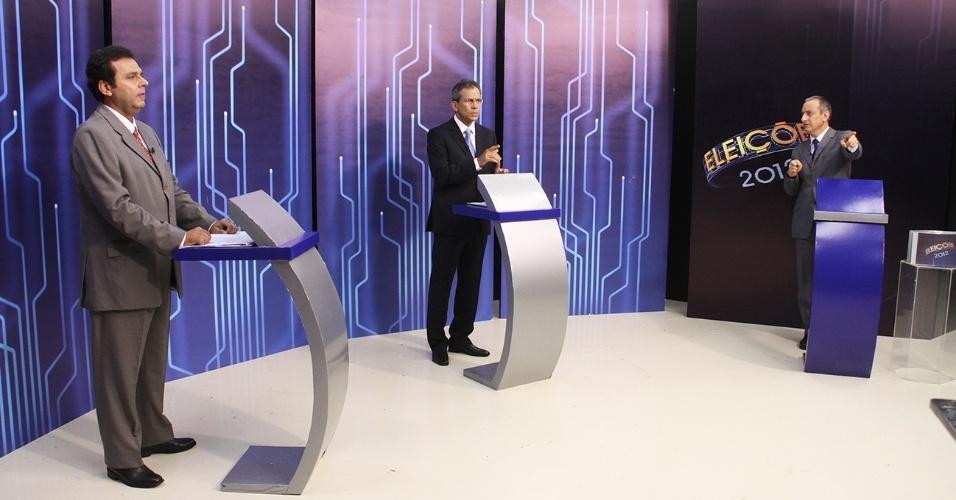 26.out.2012 - Os candidatos à Prefeitura de Natal, Carlos Eduardo (PDT) e Hermano Morais (PMDB), participam de debate da