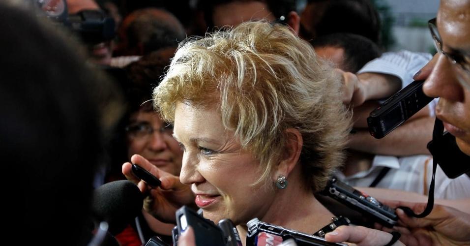28.out.2012 - A ministra da Cultura, Marta Suplicy (PT), chega a hotel na capital paulista para acompanhar a apuração dos votos do segundo turno da eleição à Prefeitura de São Paulo, na tarde deste domingo