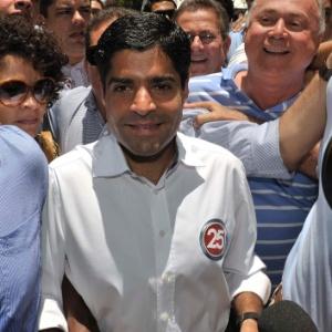 ACM Neto, candidato do DEM à Prefeitura de Salvador, chega para votar; ele lidera as pesquisas à frente de Nelson Pelegrino