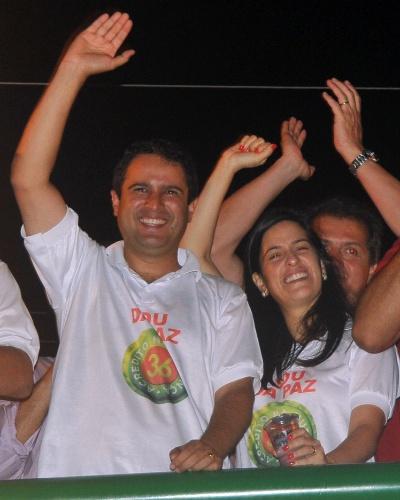 28.out.2012 - Edivaldo Holanda Júnior (PTC) comemora vitória pela Prefeitura de São Luís (MA), neste domingo (28). Com 56,1% dos votos, Júnior derrotou João Castelo (PSDB), que obteve 43,9%