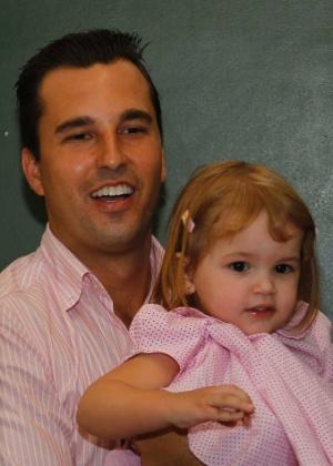 O prefeito eleito de Diadema, Lauro Michels (PV), votou neste domingo (28) acompanhado da filha