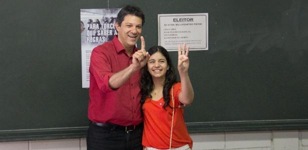 O candidato à Prefeitura de São Paulo Fernando Haddad (PT) vota na zona sul de São Paulo com a filha