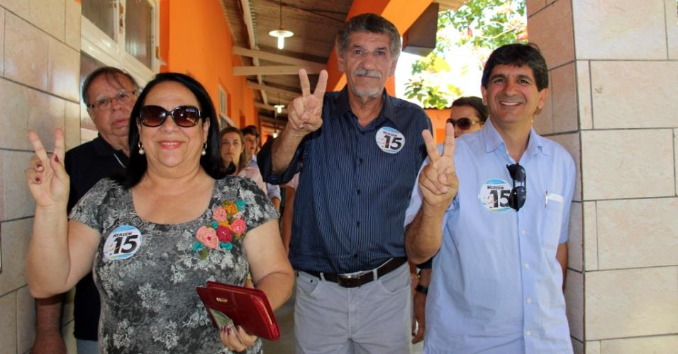 28.out.2012 - O prefeito de Vitória da Conquista (BA) e candidato à reeleição, Hérzem Gusmão (PMDB), vota em colégio da cidade nesta domingo (28)