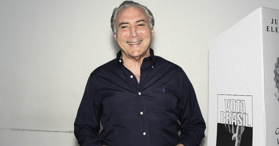 28.out.2012 - O vice-presidente, Michel Temer (PMDB), vota em universidade na zona oeste de São Paulo