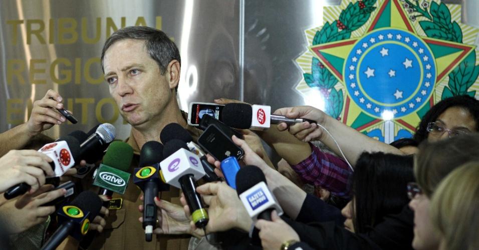 28.out.2012 - Representante do Tribunal Eleitoral fala à imprensa em Curitiba. Gustavo Fruet (PDT) reverteu o resultado do primeiro turno e venceu a disputa pela Prefeitura de Curitiba