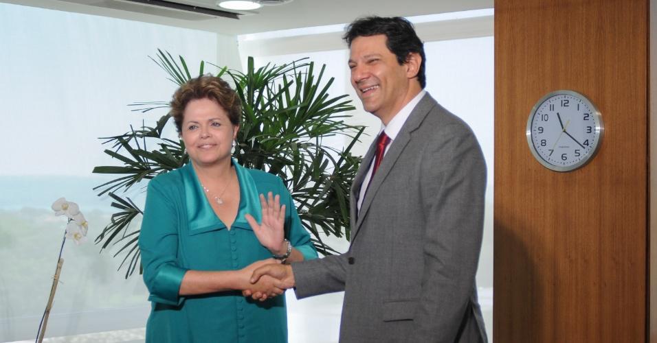 29.out.2012 - O prefeito eleito de São Paulo, Fernando Haddad (PT), é recebido pela presidente Dilma Rousseff, na manhã desta segunda-feira (29), em Brasília
